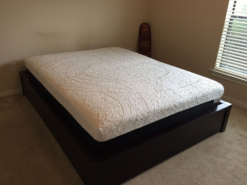 Amore mattress corner view