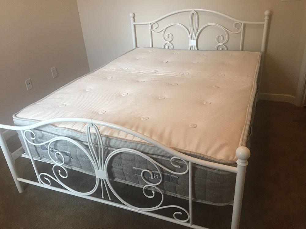 Brentwood Home Cedar mattress, queen size
