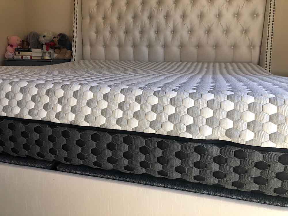Layla mattress close up profile