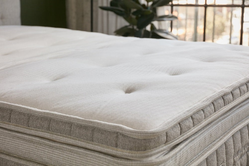 Cedar Natural Latex mattress topper