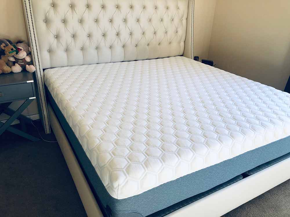 Molecule 2 mattress - corner view