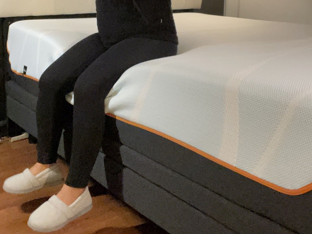 Tempur Pedic LuxeBreeze - profile and edge support demonstration