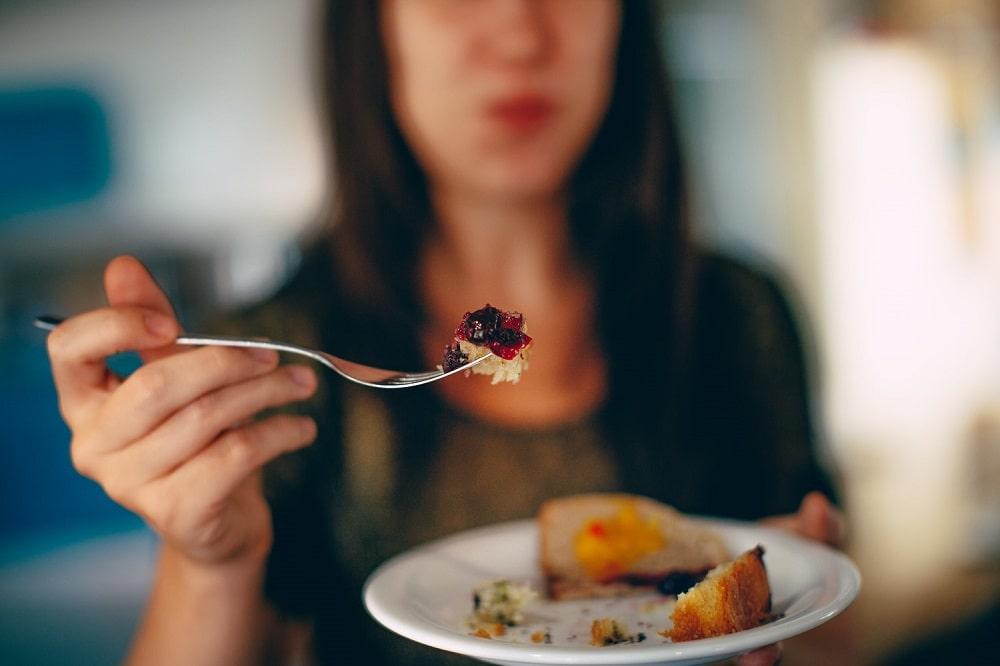 should you eat before sleep